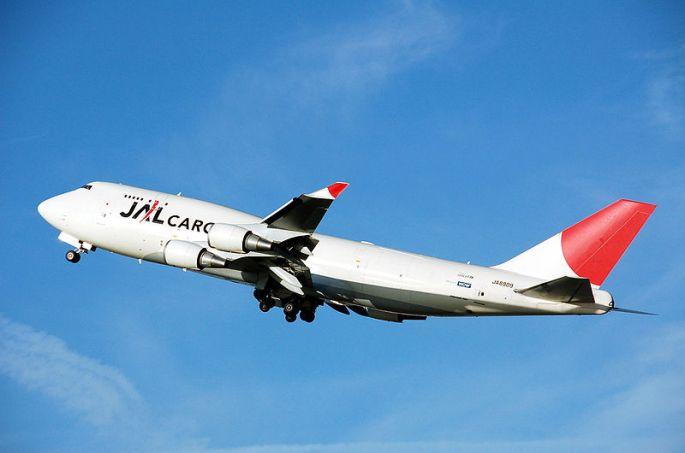 800px-Jal.cargo.b747-400.ja8909.arp