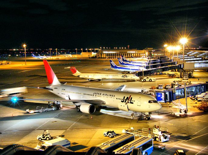 800px-JAL_&_ANA_-_Chubu_International_Airport