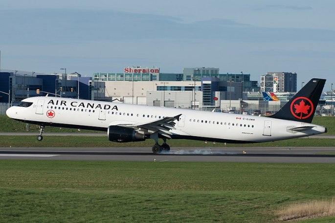 800px-Air_Canada_Airbus_A321-200_C-GJWO