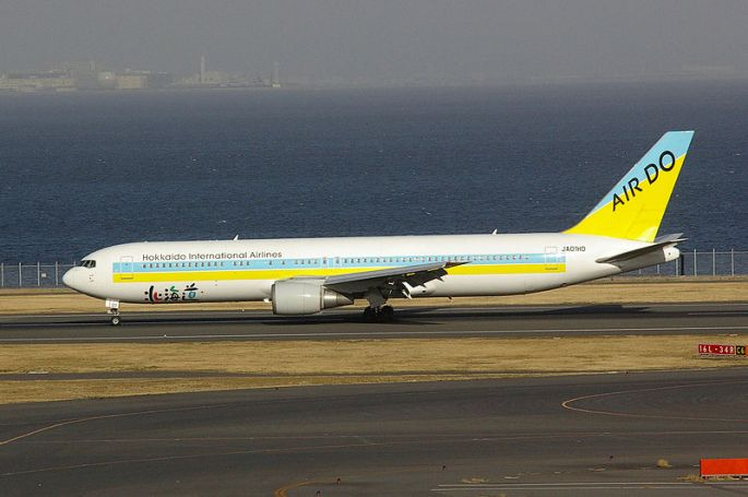 800px-B767-300(Air_Do_JA01HD)